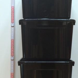 4 x Plastik- oder Holzbox, Volumen ca. 13,5l, 25x36x15 cm (BxLxH) (je 2,50 €)