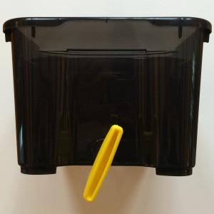 Handfräse mittig an kurzer Seite der Kiste ansetzen