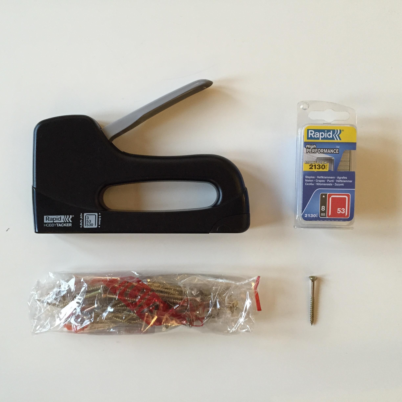 handtacker, klammern (ca. 8 cm tiefe) und spax-holzschrauben (ca. 60