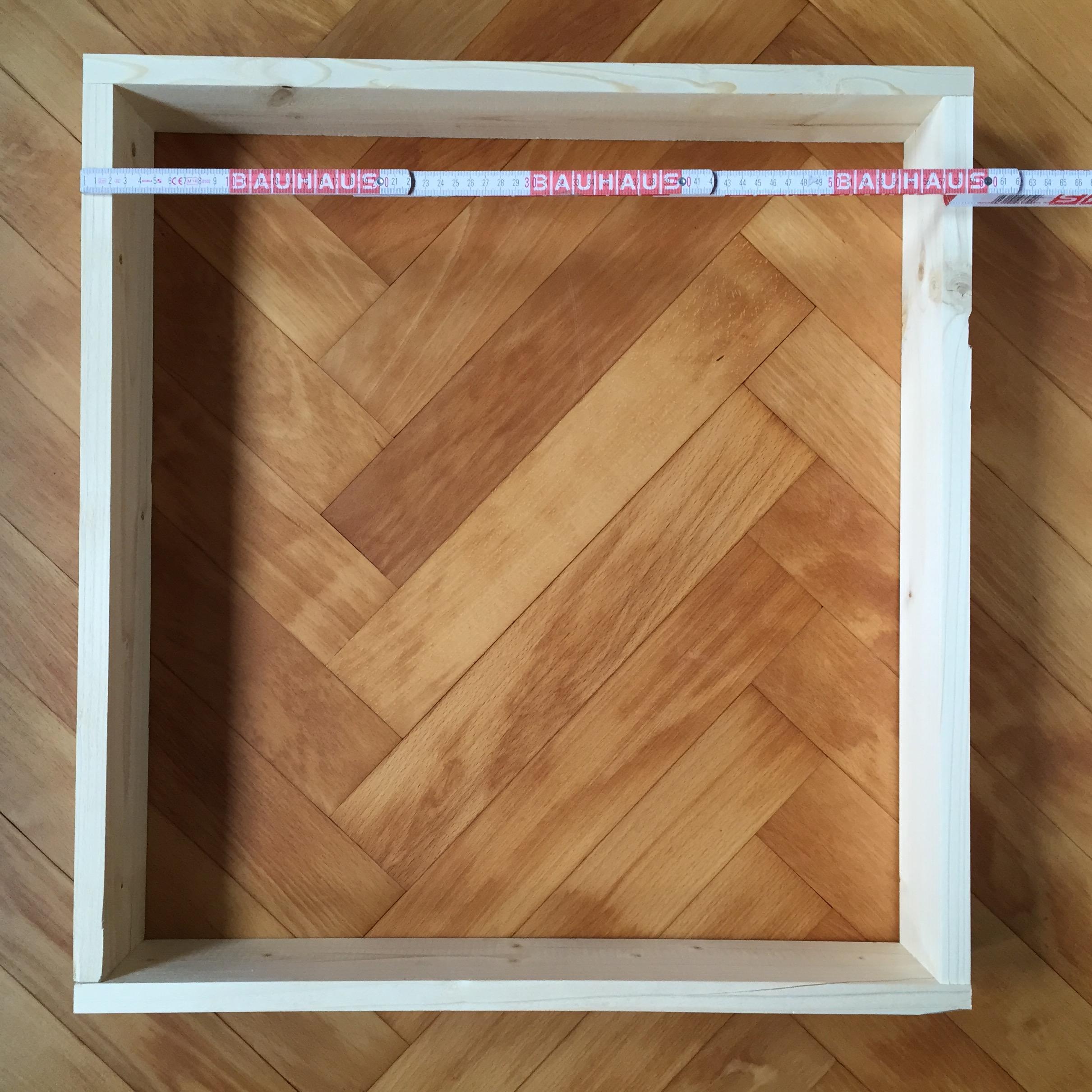 Der fertige Rahmen hat die Maße 60 x 64 cm. – Kompostherstellung